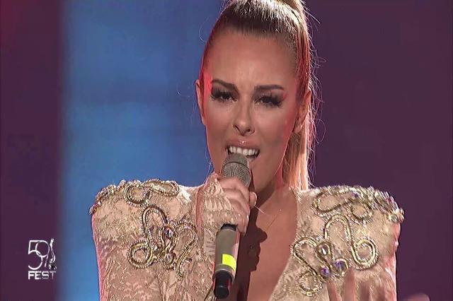 """Kënga """"Karma"""" fituesja e Fest 59. Anxhela Peristeri do të përfaqësojë Shqipërinë në Eurovision 2021"""